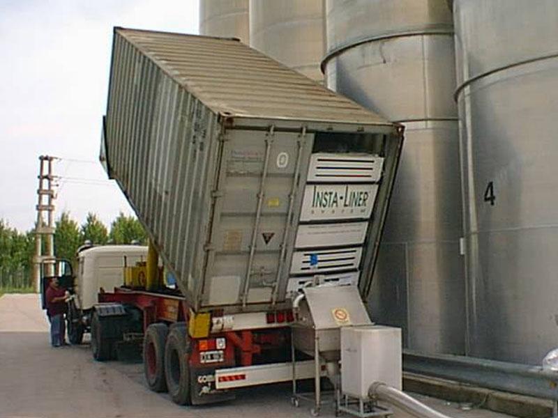 Carga a silo desde contenedor marítimo.